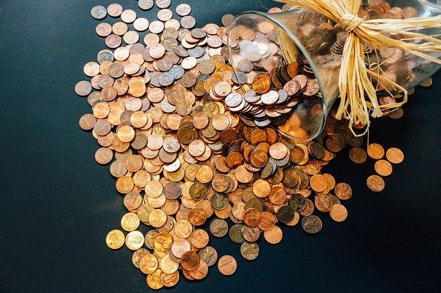 コスト(信託報酬)の目安は0.2%前後かそれ以下の投資信託を探す